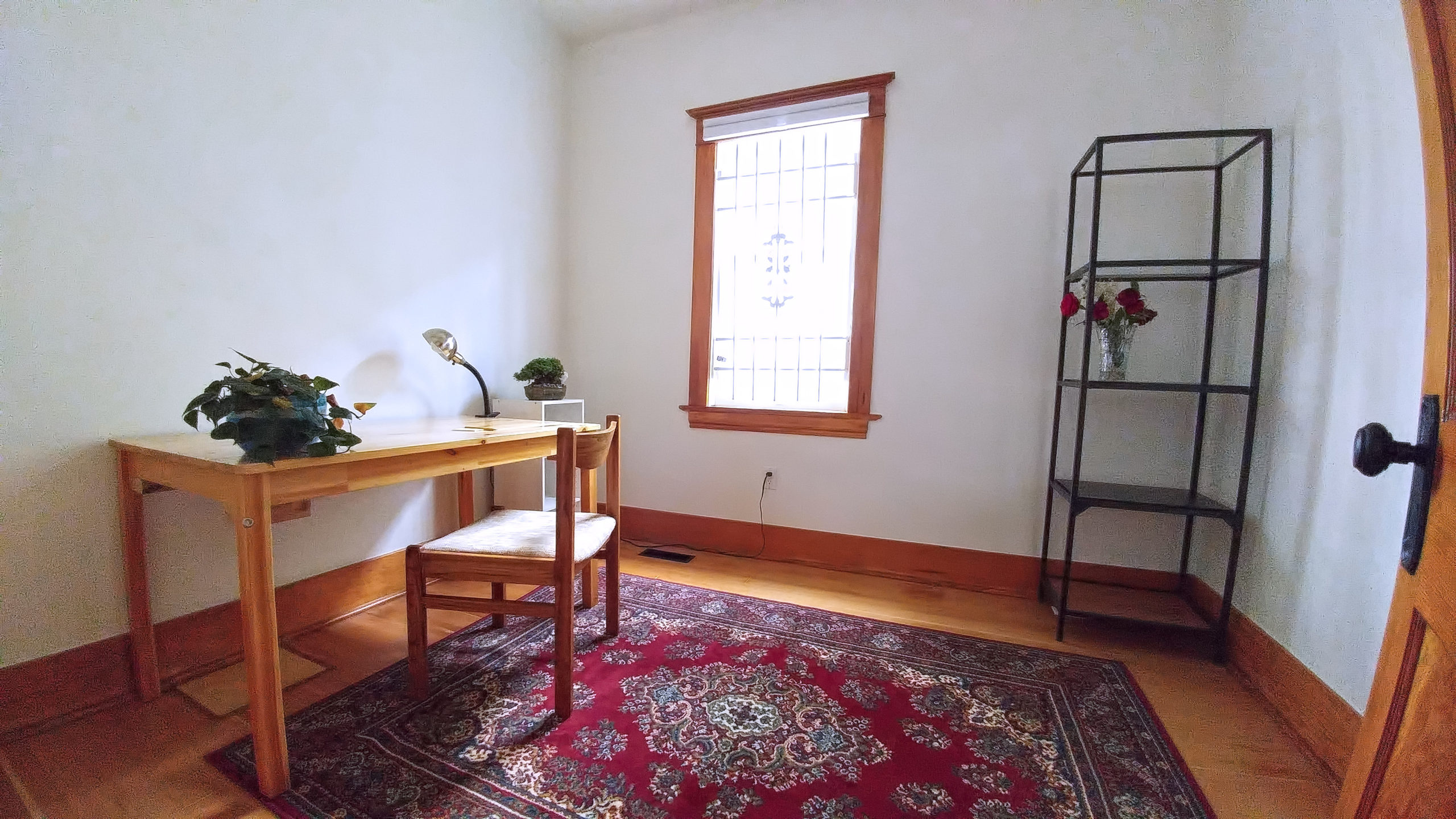 1206 Vic- Front room 001